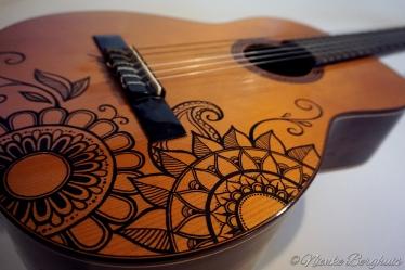 custom-painted-guitar1